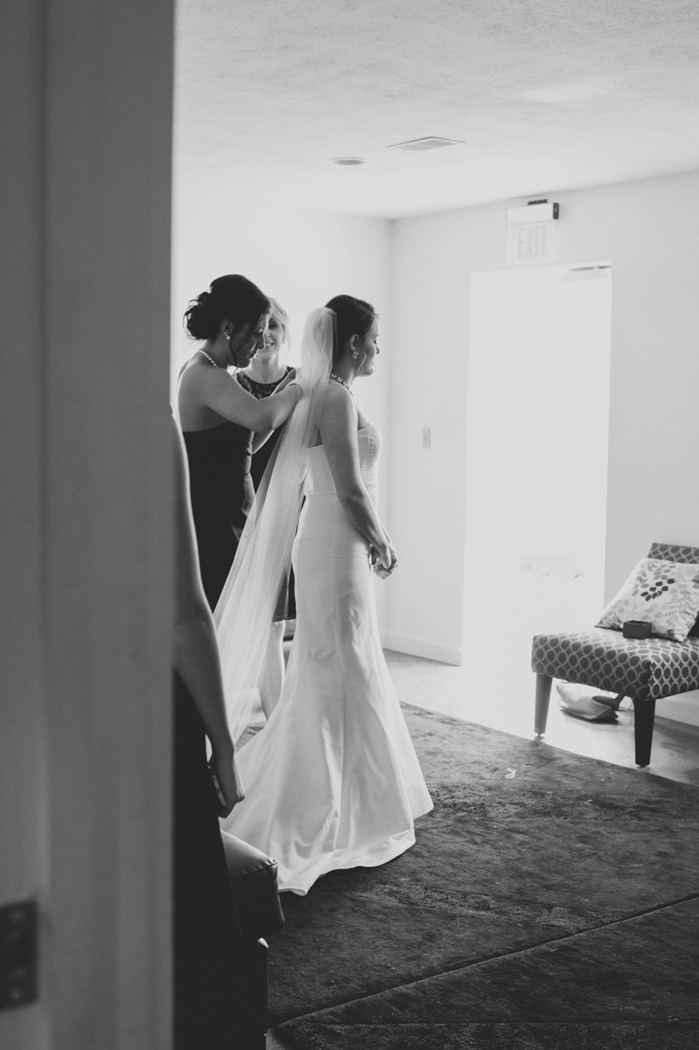 white barn wedding photographer